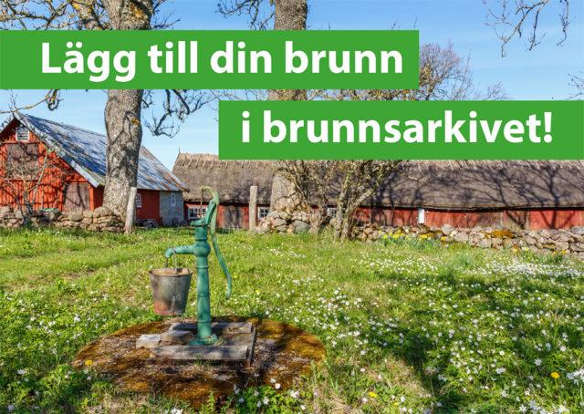 """Bilden visar en brunn utanför en äldre gård samt en text """"Lägg till din brunn i brunnsarkivet"""""""